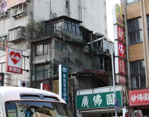 廃墟っぽい建物