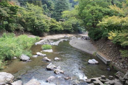 八瀬比叡山口駅横の川
